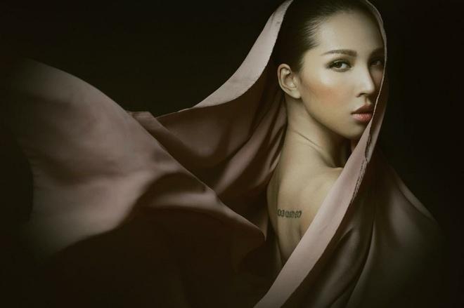 Minh Trieu - Ky Han sang Thuong Hai du show thoi trang hinh anh