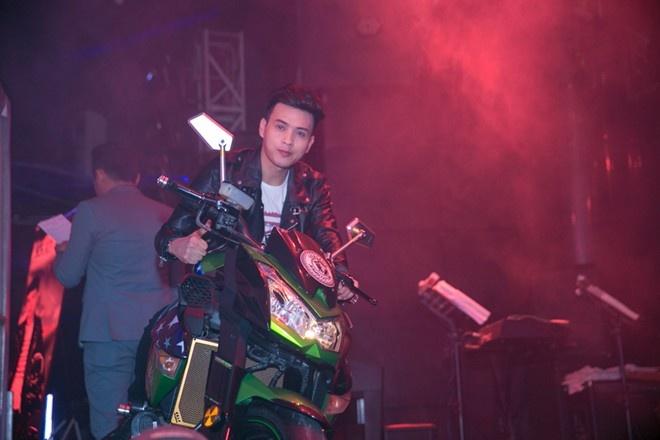 Moto 500 trieu cua Ho Quang Hieu chi la hang muon hinh anh 1