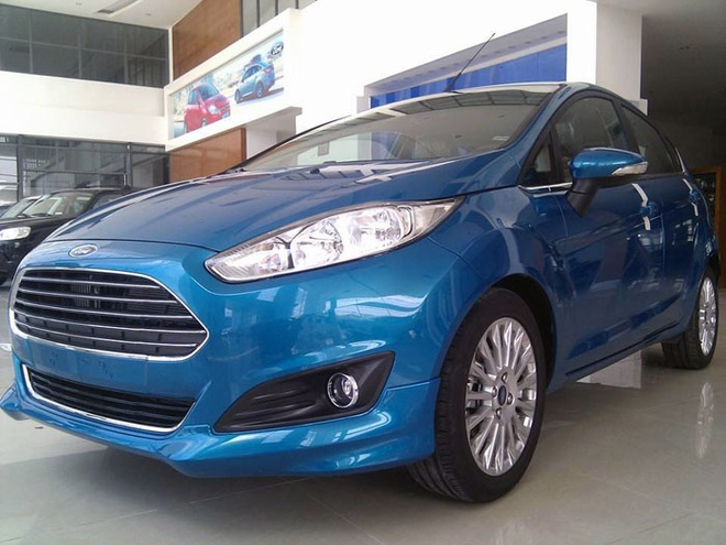 Fiesta EcoBoost da xuat hien tai dai ly Ford hinh anh