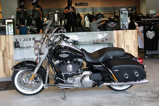 Harley-Davidson Road King Classic 2014 gia gan 1 ty o VN hinh anh 1 Giữ nguyên những đặc điểm của những năm 70 của mẫu xe đường trường, mẫu Road King phiên bản mới cũng sẽ không ngần ngại việc phô diễn những công nghệ mà nó được trang bị.
