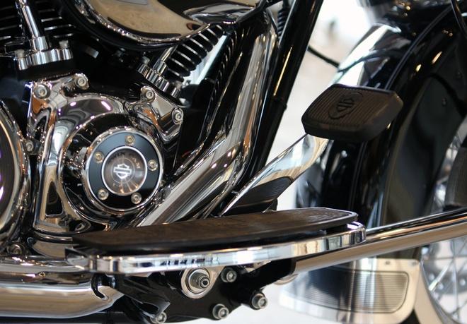 Harley-Davidson Road King Classic 2014 gia gan 1 ty o VN hinh anh 10 Hiện giá bán phiên bản Road King Classic màu đen được Harley-Davidson of Sài Gòn công bố ở mức 965 triệu đồng.