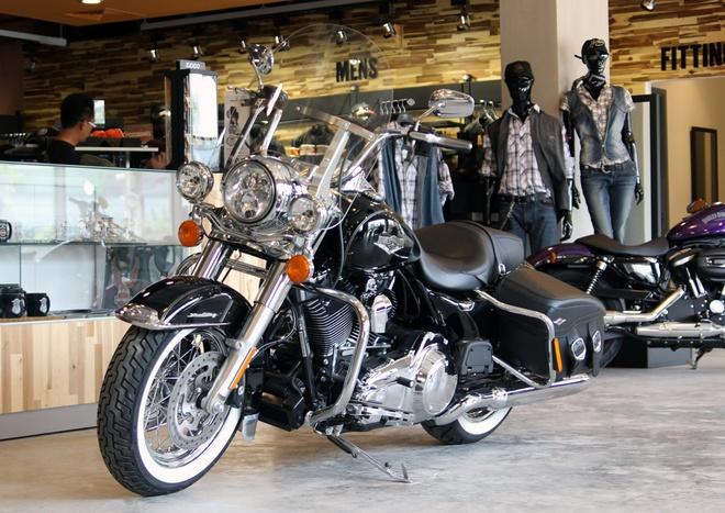 Harley-Davidson Road King Classic 2014 gia gan 1 ty o VN hinh anh 2 Thực tế việc nâng cấp mẫu Road King còn làm cho nó trở nên hấp dẫn hơn, một điều chắc chắn là nó sẽ làm hài lòng những người hâm mộ Harley-Davidson Classic.