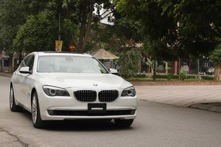 BMW 7-series tai Viet Nam giam den 355 trieu dong hinh anh