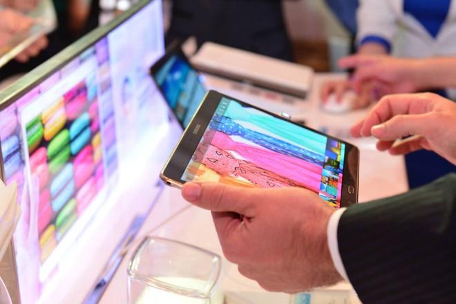 Samsung mang thach thuc lon nhat cua iPad den VN hinh anh 2 Galaxy Tab S sẽ cạnh tranh trực tiếp với iPad, những model có kiểu dáng thời trang.