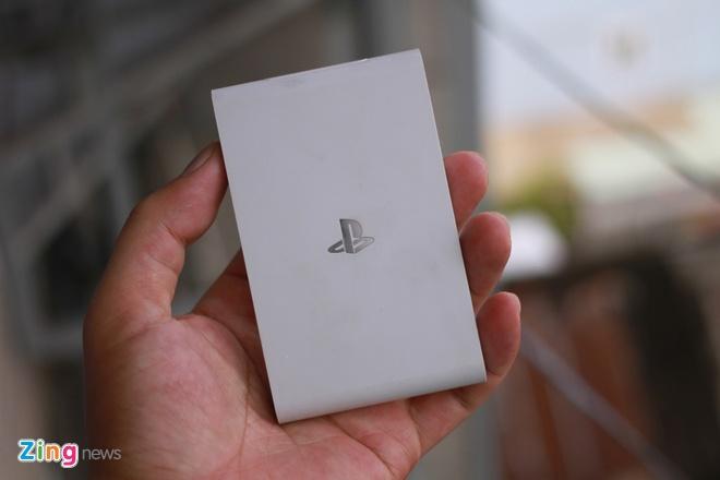 Danh gia nhanh may choi game Sony PS Vita TV moi ban o VN hinh anh 1 Thiết kế của Vita TV nhỏ gọn trong lòng bàn tay.