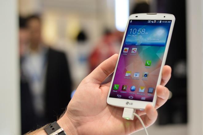 6 smartphone man hinh lon, gia tot dang ban o VN hinh anh