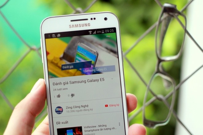 Danh gia Samsung Galaxy E5: Gia re, man hinh dep hinh anh