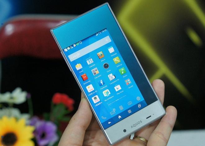 Dung thu Sharp Aquos Crystal - smartphone khong vien hinh anh