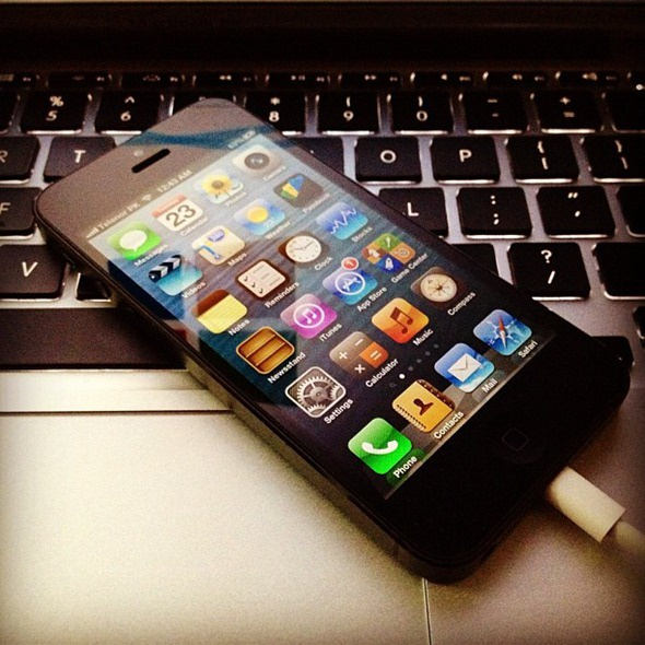 iPhone 5S lien tuc bi rung khi cam vao may tinh hinh anh