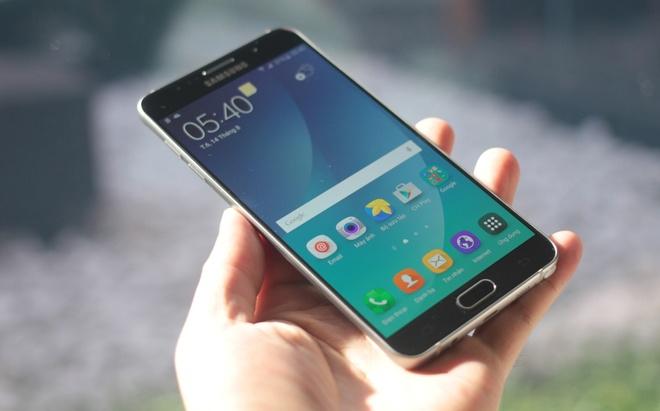 Anh thuc te Samsung Galaxy Note 5 voi mat lung cong hinh anh