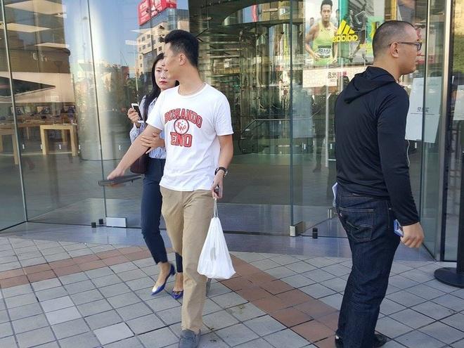Nguoi Trung Quoc mua iPhone 6S xong goi lai ra ve hinh anh