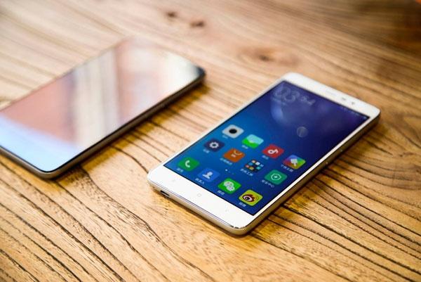 Nhung smartphone hap dan chi co hang xach tay o Viet Nam hinh anh