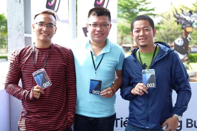 Galaxy S7 edge mau bac 'chay hang' o Viet Nam hinh anh 3