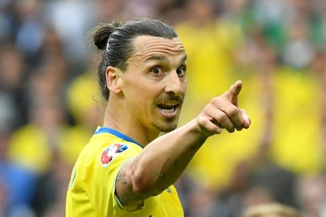 Ibrahimovic - mot minh chong lai Italy hinh anh