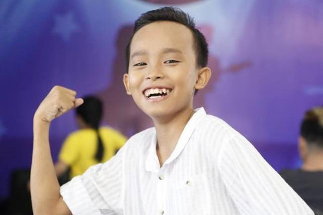 Ho Van Cuong - cau be dac biet nhat o Vietnam Idol Kids hinh anh