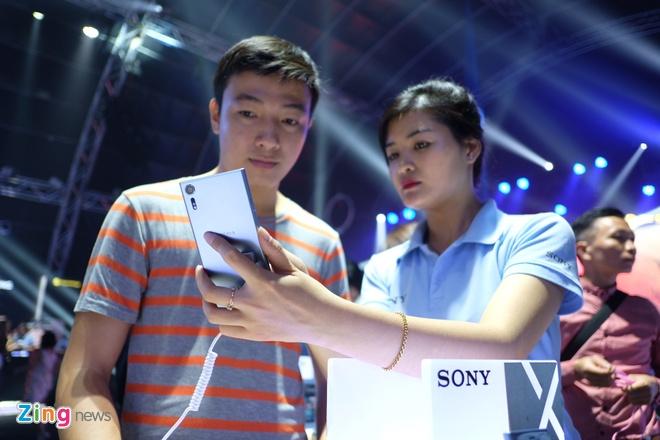 Sony Xperia XZs den tay nguoi dung Viet trong su kien mau sac hinh anh 2