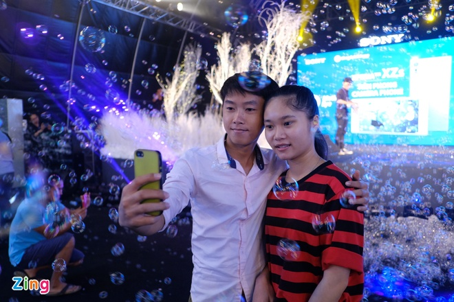Sony Xperia XZs den tay nguoi dung Viet trong su kien mau sac hinh anh 18