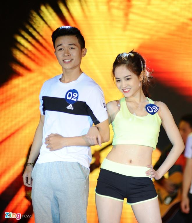 Nu sinh Tai chinh khoe dang chuan trong trang phuc the thao hinh anh 10