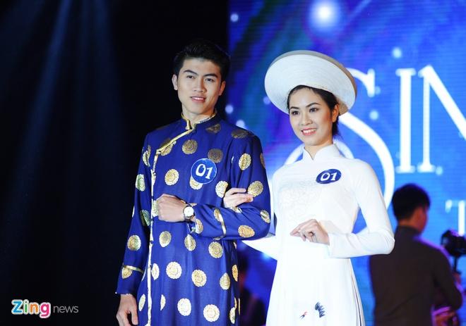 Nu sinh Tai chinh khoe dang chuan trong trang phuc the thao hinh anh 2