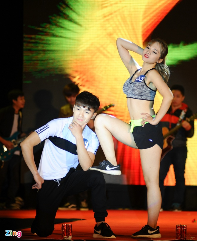 Nu sinh Tai chinh khoe dang chuan trong trang phuc the thao hinh anh 9