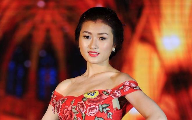 Nu sinh 21 tuoi tro thanh hoa khoi Dai hoc Lao dong - Xa hoi hinh anh