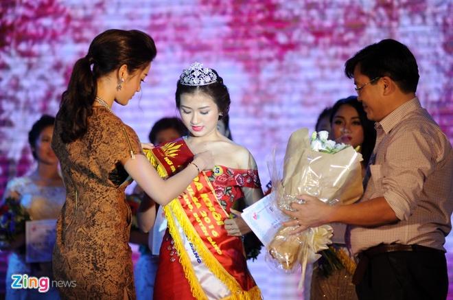 Nu sinh 21 tuoi tro thanh hoa khoi Dai hoc Lao dong - Xa hoi hinh anh 14