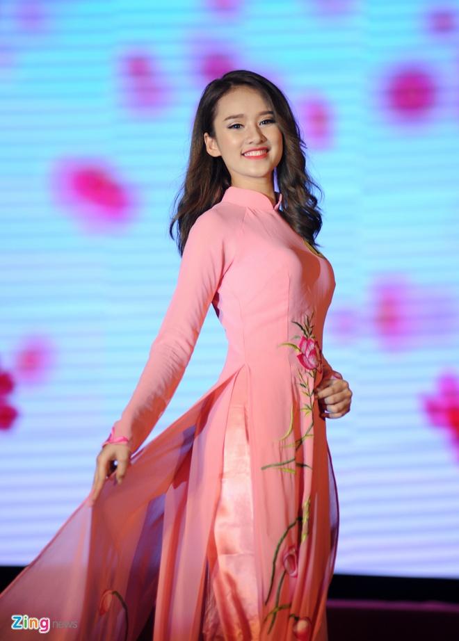 Nu sinh 21 tuoi tro thanh hoa khoi Dai hoc Lao dong - Xa hoi hinh anh 4