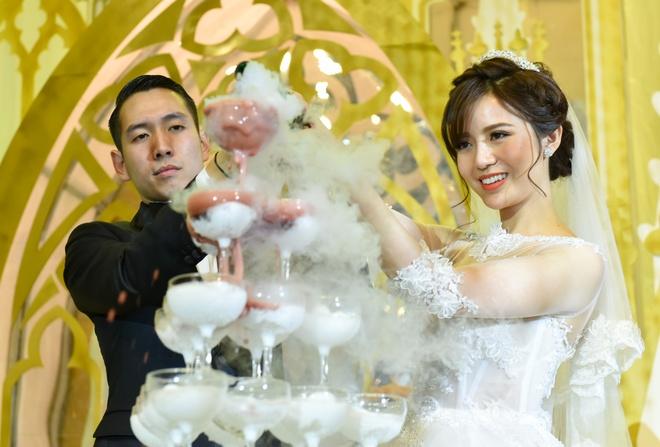 Hot girl Tu Linh rang ro ben chong trong ngay cuoi hinh anh