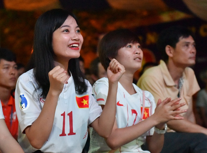 Ban gai Quang Hai, Minh Di het minh co vu U20 Viet Nam hinh anh