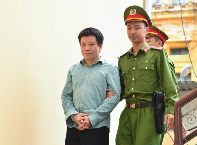 Ha Van Tham, Nguyen Xuan Son duoc di ly ve trai giam sau khi tuyen an hinh anh