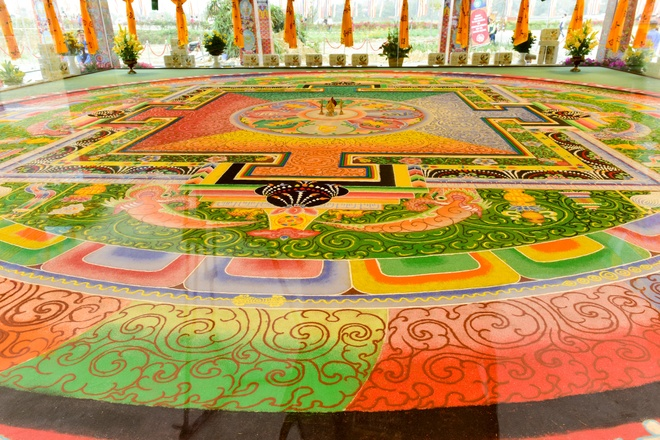 Can canh tranh Mandala Phat Quan Am bang ngoc da quy lon nhat Viet Nam hinh anh