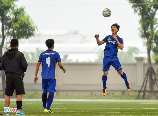 Trung ve U23: 'Moi cau thu dang canh tranh song phang' hinh anh