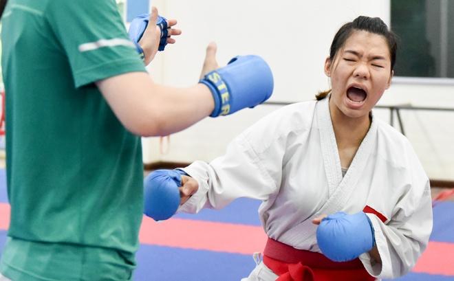 Nu van dong vien karate miet mai tap luyen truoc them ASIAD 2018 hinh anh