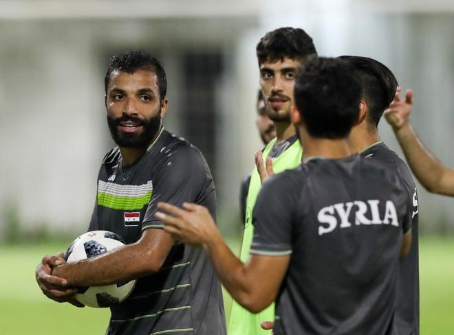 Cau thu Syria vui ve tap luyen truoc khi gap Olympic Viet Nam hinh anh