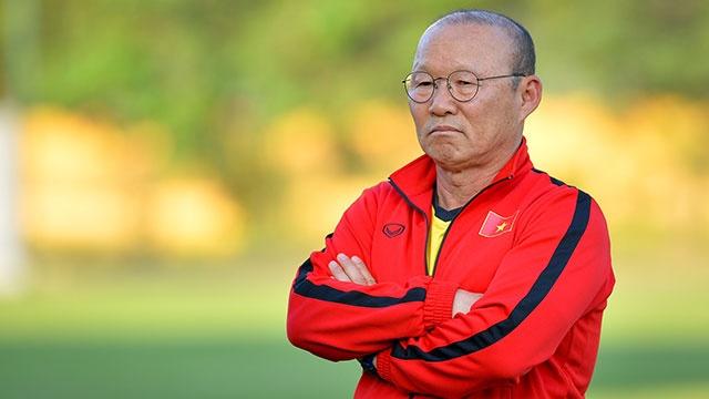 HLV Park căng thẳng khi theo dõi học trò tập luyện trước thềm AFF Cup