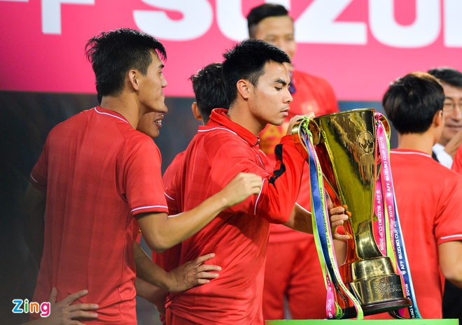 Duc Huy chup anh tai noi ngoi nhat bong o AFF Cup 2008 hinh anh 2