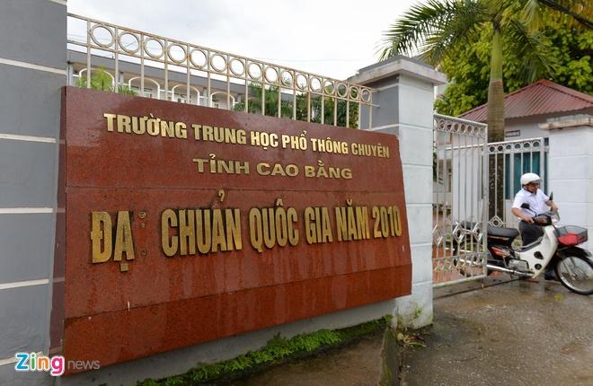 Truong chuyen Cao Bang - noi Hoa hau Thuy Linh tung theo hoc hinh anh 1