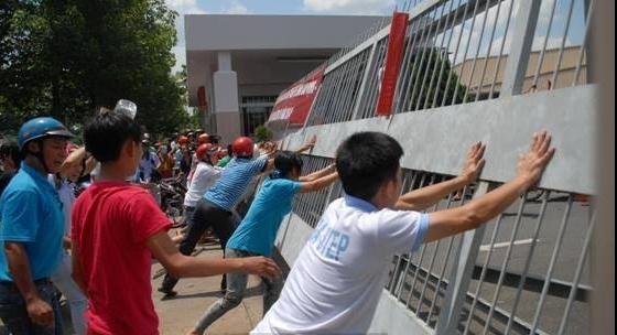 Sau những vụ việc gây rối, bạo lực ở Bình Dương, Hà Tĩnh... vừa qua, các đại biểu Quốc hội đều đề nghị sớm có Luật Biểu tình.