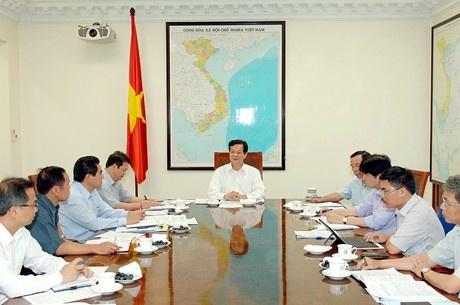 Mo rong gap 2,5 lan khu kinh te sat bien gioi Trung Quoc hinh anh 1 Thủ tướng Nguyễn Tấn Dũng làm việc với lãnh đạo tỉnh Lào Cai. Ảnh: VGP/Nhật Bắc.