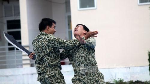 Bo doi Dac cong trinh dien vo thuat hinh anh 5