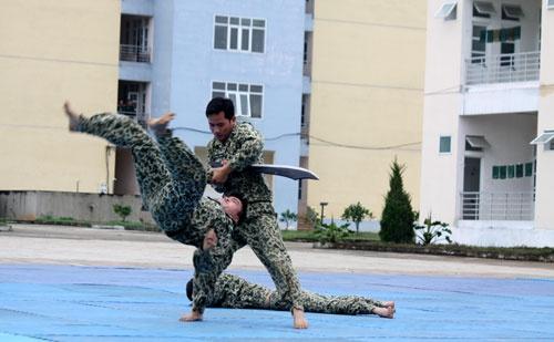 Bo doi Dac cong trinh dien vo thuat hinh anh 6