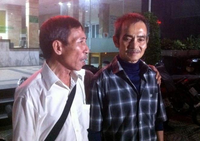 De nghi som dinh chi va boi thuong vu Huynh Van Nen hinh anh 1 Ông Huỳnh Văn Nén (phải) được người thân đưa đến Bệnh viện đa khoa An Phước kiểm tra sức khỏe vào chiều tối 22/10.