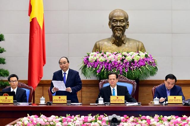 Chu tich Ha Noi de xuat han che phuong tien ca nhan hinh anh 2 Phó thủ tướng Nguyễn Xuân Phúc tại hội nghị. Ảnh: Chinhphu.vn