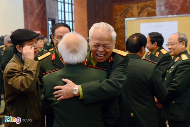 Dai tuong Ngo Xuan Lich: 'Khong de roi vao bay cua nuoc lon' hinh anh 3