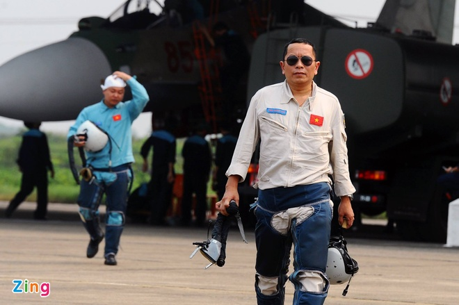 Phi cong Su-30 thoat nan lap tuc tham gia tim dong doi hinh anh 1