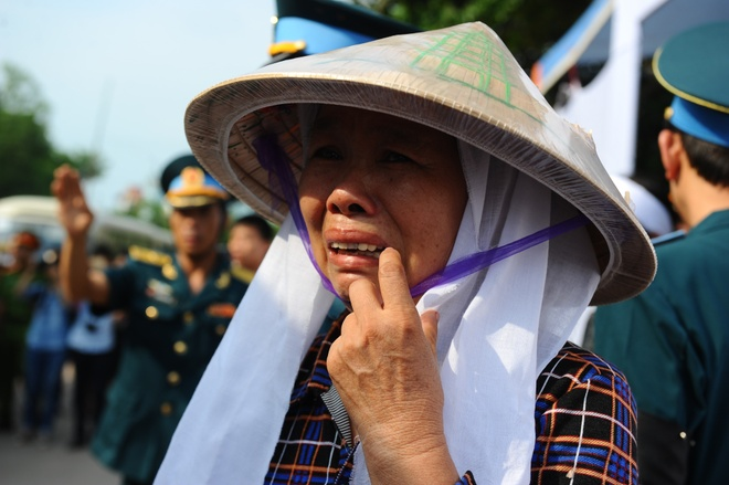 Le vieng dam nuoc mat o que nha phi cong Tran Quang Khai hinh anh 5