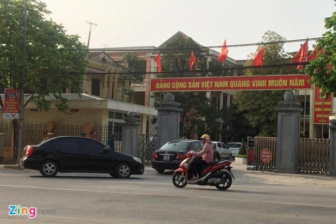 Chu tich Ha Noi: 'Khong tan cong giai cuu nguoi bi bat giu' hinh anh 2