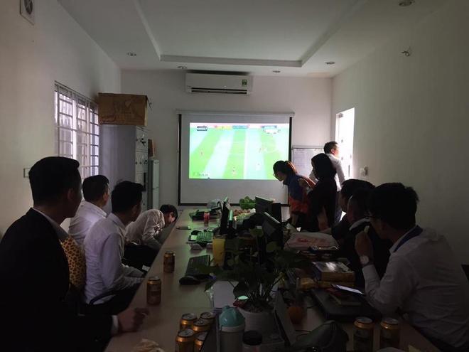 Nguoi ham mo om nhau nhay mua khi U23 Viet Nam danh bai U23 Qatar hinh anh 69