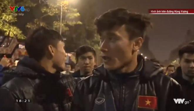 Hanh trinh 5 gio vuot bien nguoi tren xe buyt 2 tang cua U23 Viet Nam hinh anh 120