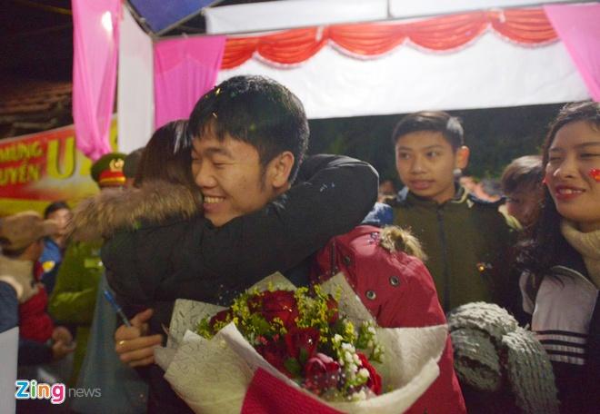 Cong Phuong mac ao coc tay trong le vinh danh duoi mua ret 13 do C hinh anh 49